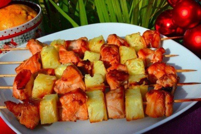 Шашлык из курицы с ананасом - готов к употреблению